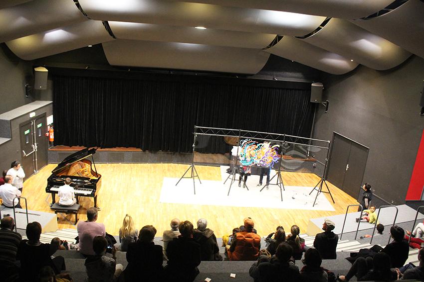 spectacle peinture sur scène